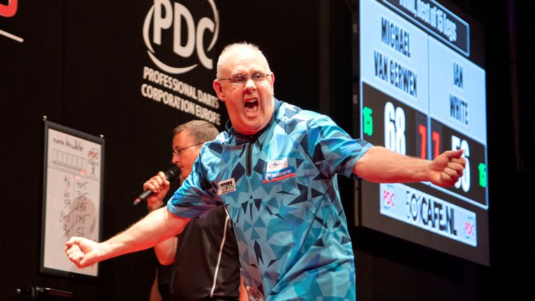 Ian White defeated Michael Van Gerwen to win the Dutch Darts Masters and end the world No 1's spectacular five-year winning run at the event