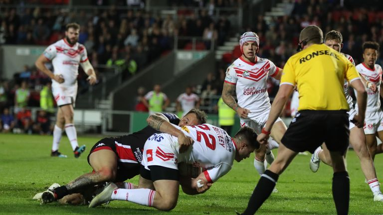 James Bentley scores the crucial last-gasp try for St Helens