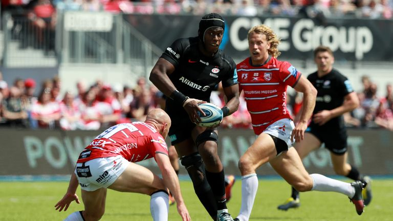 Maro Itoje sets up a try for Ben Spencer during Saracens' win over Gloucester