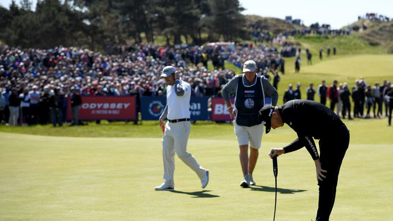 Wallace has apologised for slamming his putter into the green