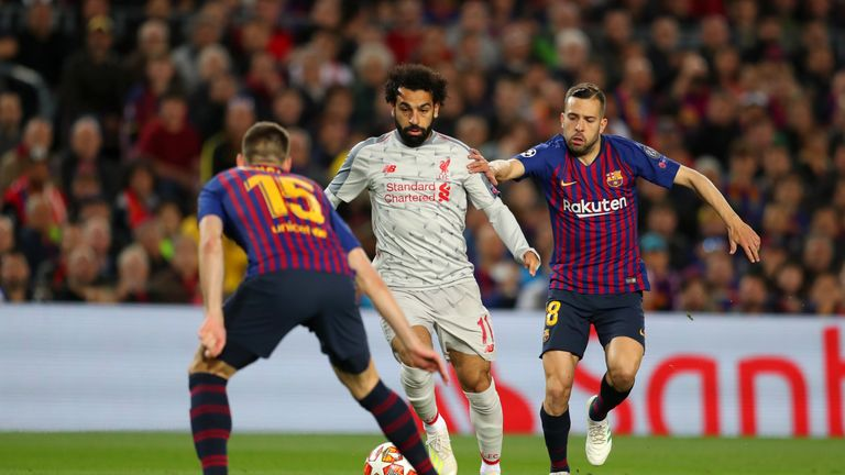 BARCELONA, SPAIN - MAY 01: Mohamed Salah of Liverpool controls the ball as Clement Lenglet of Barcelona and Jordi Alba of Barcelona looks on during the UEFA Champions League Semi Final first leg match between Barcelona and Liverpool at the Nou Camp on May 01, 2019 in Barcelona, Spain. (Photo by Catherine Ivill/Getty Images)