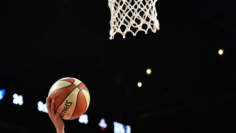 Dearica Hamby scores with a lay-up against the Dallas Wings