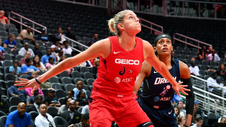 Elena Delle Donne boxes out against the Atlanta Dream