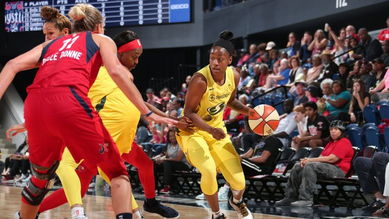 Jewell Loyd attacks off the wing against the Washington Mystics