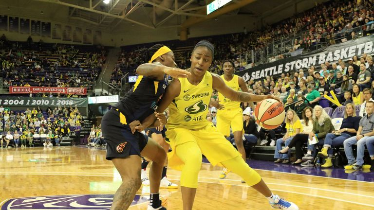 Jewell Loyd attacks against the Indiana Fever