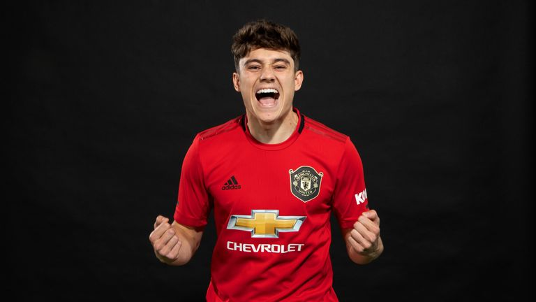 Manchester United unveil new signing Daniel James