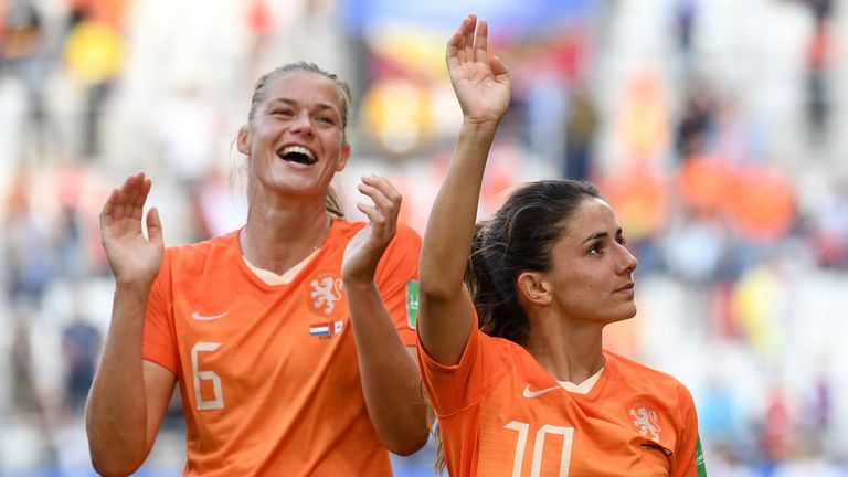 The Netherlands wrapped up top spot in Group E with victory over Canada