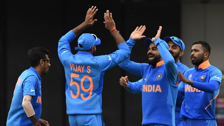 India close in on victory vs Pakistan