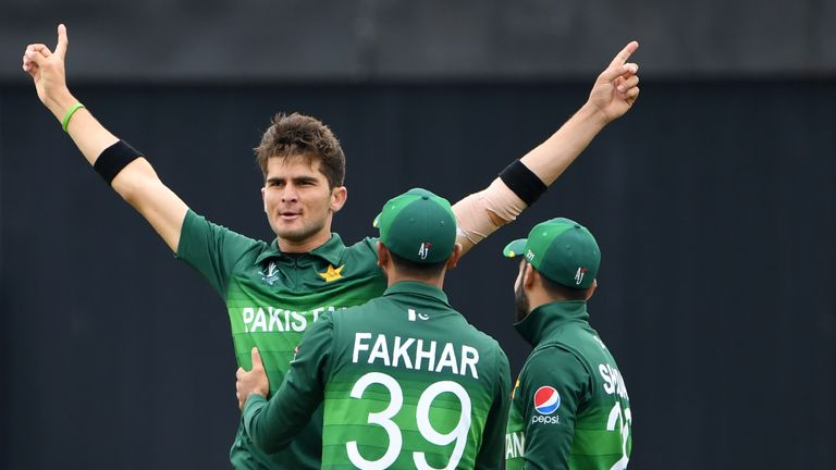 Pakistan's Shaheen Afridi (L) celebrates with team-mates Fakhar Zaman and Shadab Khan after the dismissal of New Zealand's Colin Munro