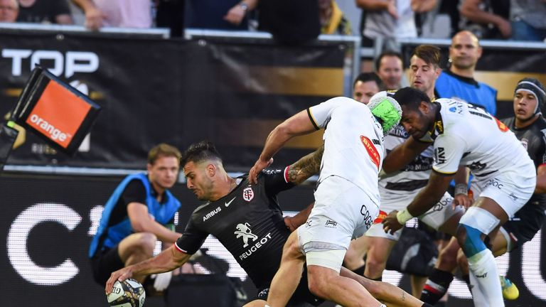 Sofiane Guitoune dots down for the first try in Toulouse's win over La Rochelle
