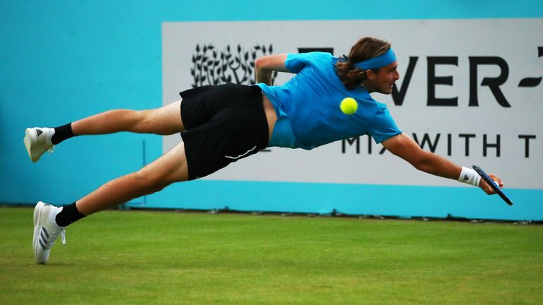 Tsitsipas showed all his athleticism during his win against Edmund