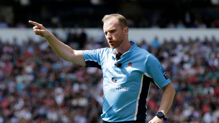 Referee Wayne Barnes sin-binned Henry Slade and Maro Itoje