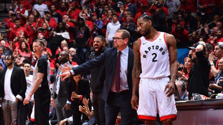 Raptors coach Nick Nurse speaks with star player Kawhi Leonard on the Toronto sideline