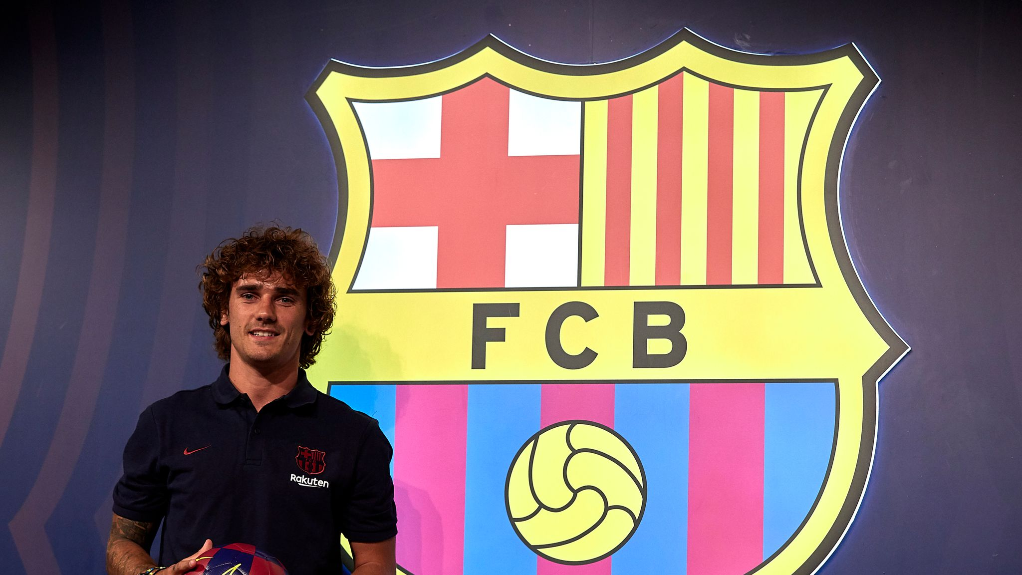Antoine Griezmann Playing With Lionel Messi At Barcelona