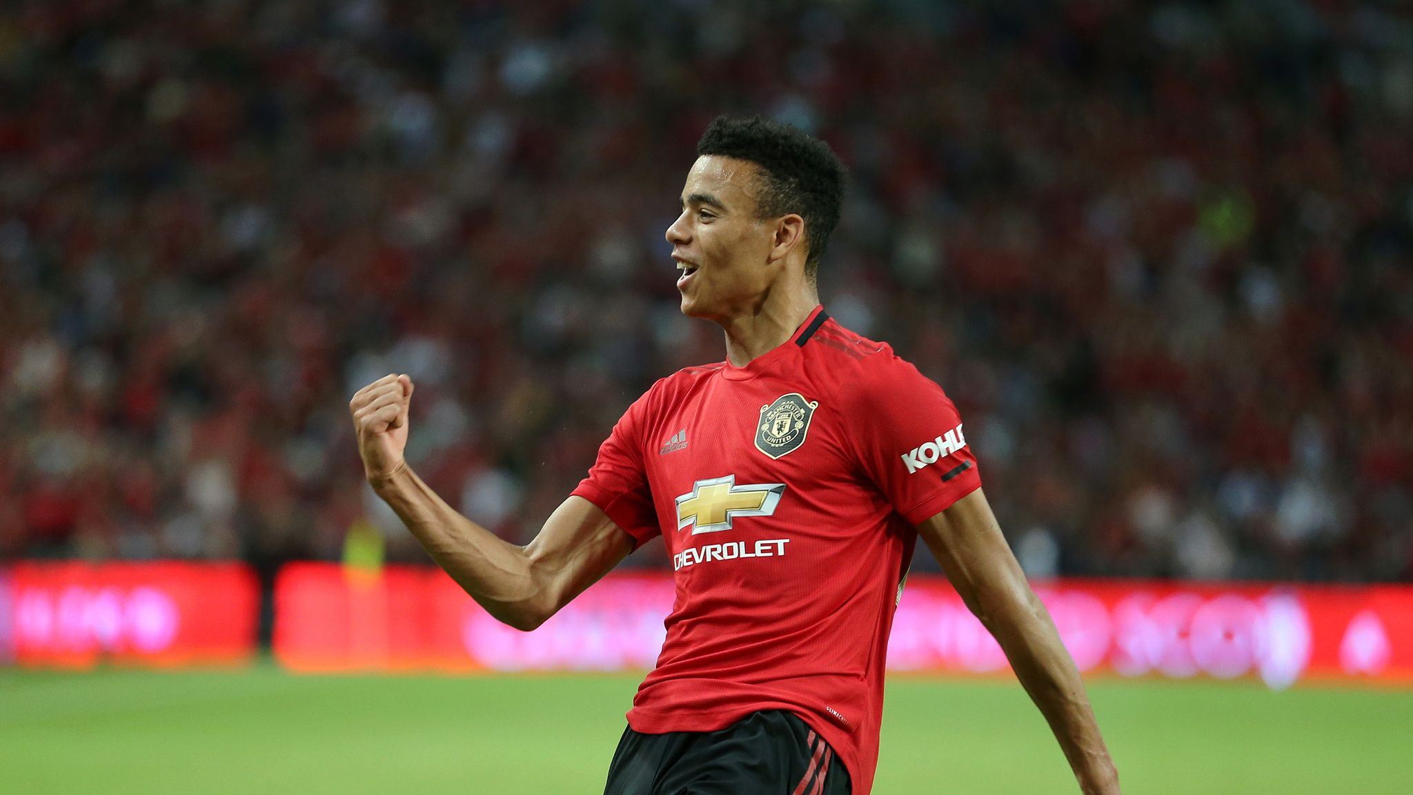 Mason Greenwood signs Manchester United extension until 2023