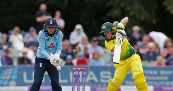 England dismiss Australia for 223 in World Cup semi-final