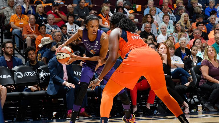DeWanna Bonner attacks against the Connecticut Sun