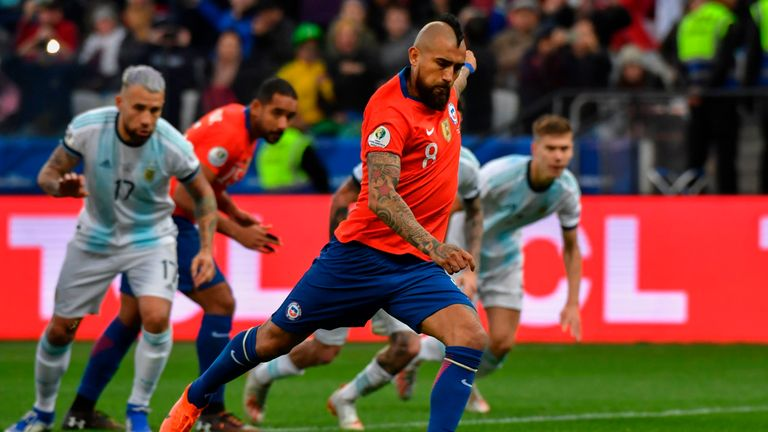 Arturo Vidal reduces Chile's arrears from the penalty spot
