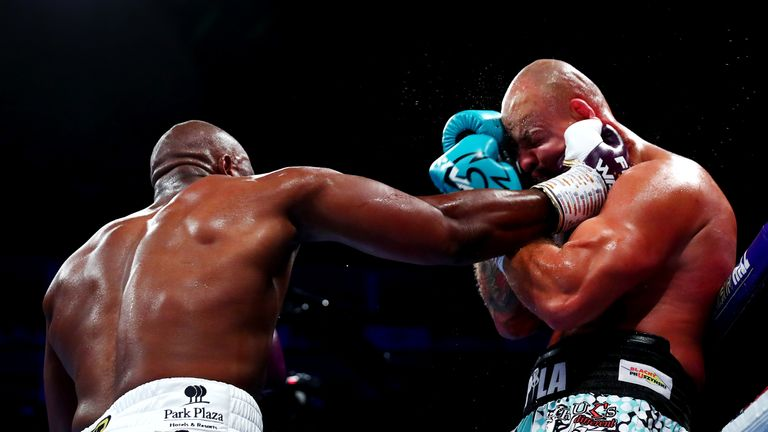 Chisora hammered Szpilka with right hooks