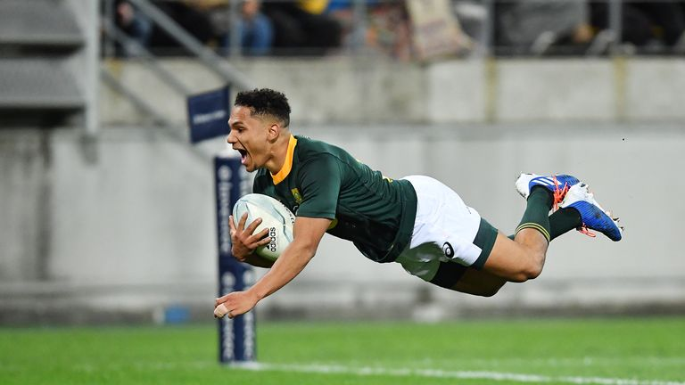 Jantjies scores a late try for the Boks