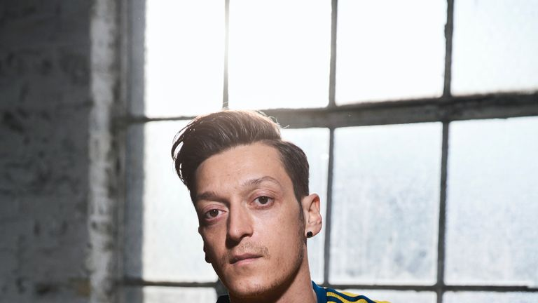 Mesut Ozil shows off Arsenal's iconic '90s strip reimagined