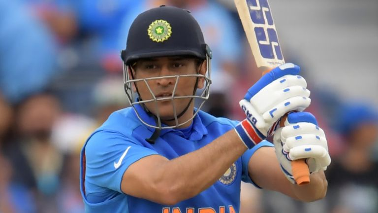MS Dhoni has lost his India central contract