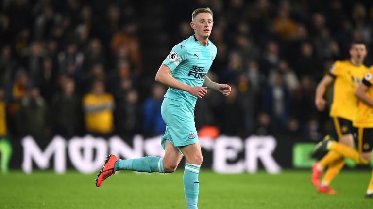 Sean Longstaff in action for Newcastle against Wolves