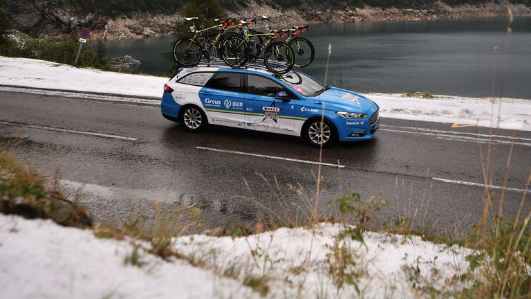 The bad weather conditions were evident in the last 20 kilometers of the stage route, approaching Tignes