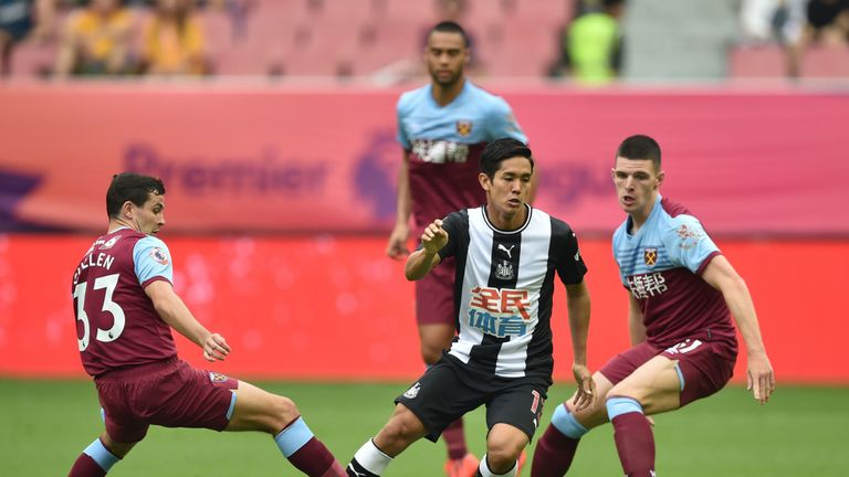Newcastle United's forward Yoshinori Muto (C) is challenged by West Ham United's Josh Cullen (L) during their match for third place in the 2019 Premier League Asia Trophy football tournament at the Hongkou Stadium in Shanghai on July 20, 2019. (Photo by HECTOR RETAMAL / AFP) (Photo credit should read HECTOR RETAMAL/AFP/Getty Images)
