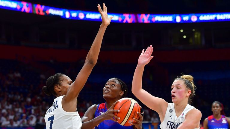 Temi Fagbenle drives at the heart of the France defense