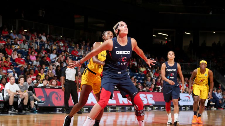 Elena Delle Donne boxes out against the Phoenix Mercury
