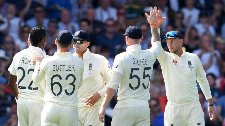 England celebrating James Pattinson wicket, 2nd innings, Headingley