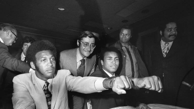 Bob Arum between Jimmy Ellis (L) and Muhammad Ali (R)