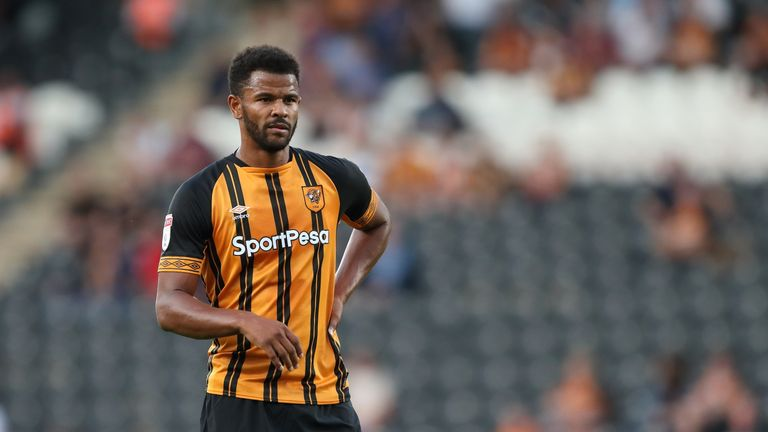 Huddersfield have signed former Hull City striker Fraizer Campbell on a two-year contract
