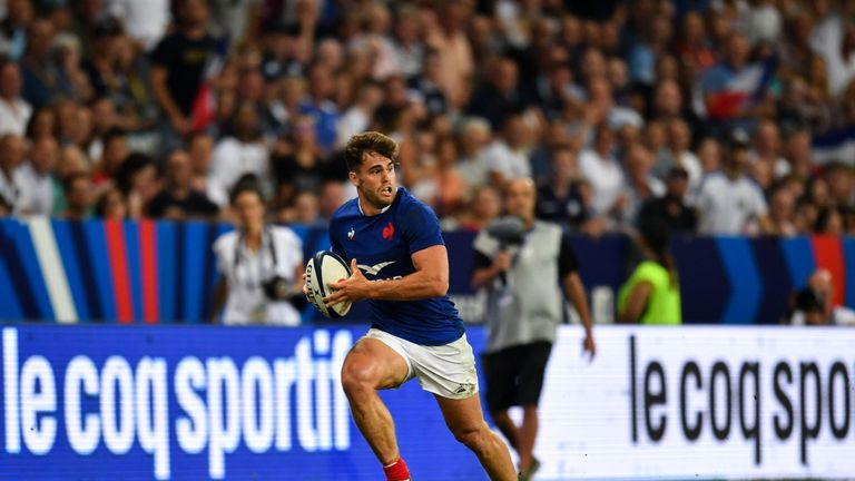 Damian Penaud attacking for France against Scotland