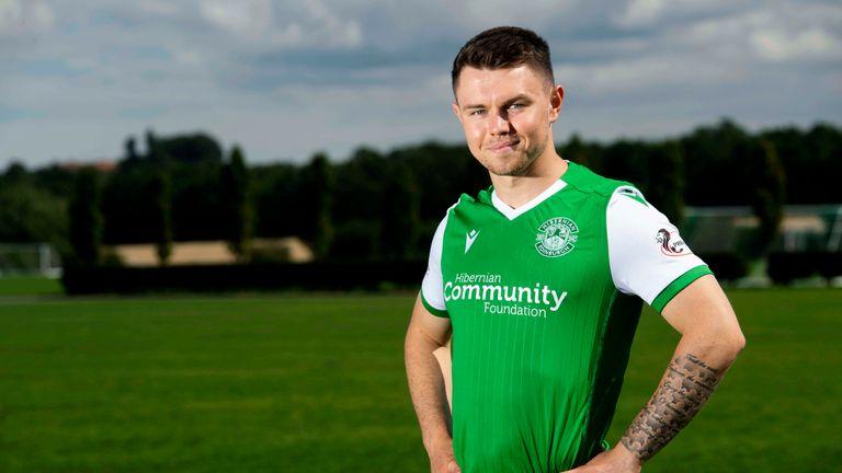 Glenn Middleton has joined Hibernian on a season-long loan from Rangers