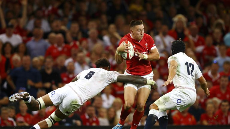Josh Adams skips past the tackle of Billy Vunipola and Piers Francis