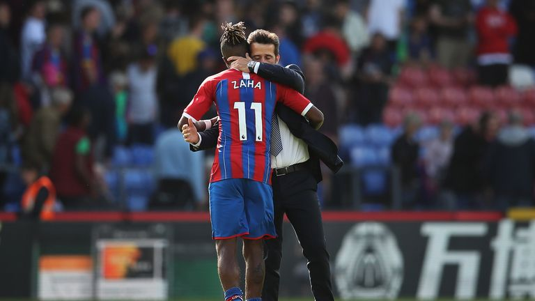 Everton manager Marco Silva embraces Zaha at the full-time whistle