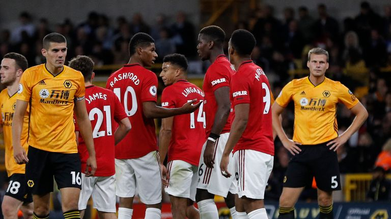 Marcus Rashford and Pogba discuss who takes the penalty before Pogba missed at Molineux