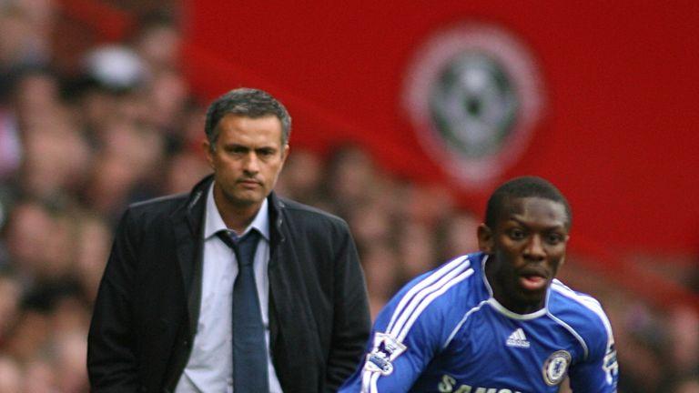 Chelsea manager Jose Mourinho keeps a close eye on Shaun Wright-Phillips | Soccer - FA Barclays Premiership - Sheffield United v Chelsea - Bramall Lane, 28 October 2006