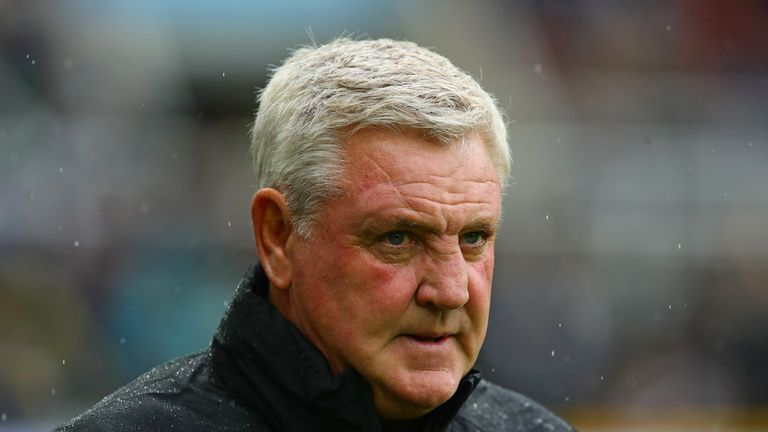 Newcastle United manager Steve Bruce looks on during the Premier League match between Newcastle United and Arsenal FC at St. James Park on August 11, 2019 in Newcastle upon Tyne, United Kingdom