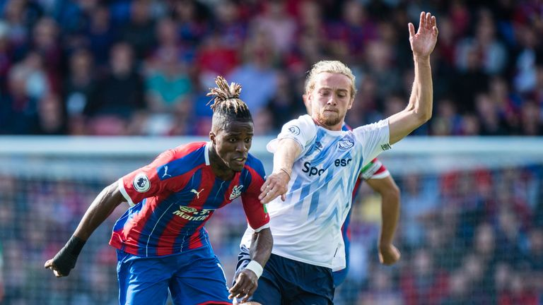 Zaha escapes the challenge of Tom Davies during the stalemate on Saturday
