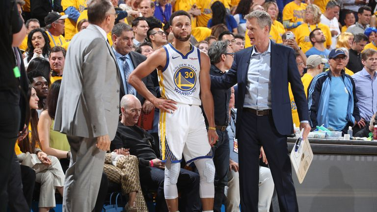 Steve Kerr gives instructions to Stephen Curry on the Warriors sideline