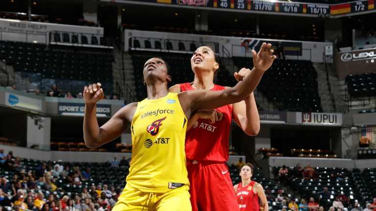 Teaira McCowan contests a rebound with Liz Cambage