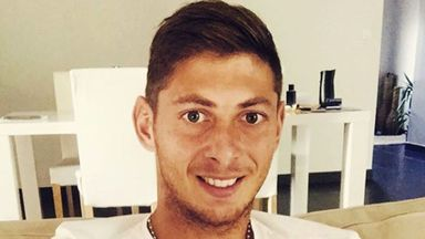 fifa live scores - Emiliano Sala: Cardiff threatened by FIFA with three-window ban over transfer fee