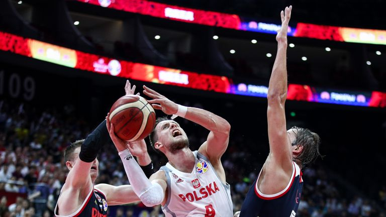 Mateusz Ponitka drives at the Russian defenders during the FIBA World Cup clash