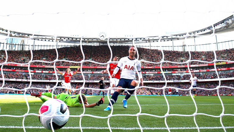 LONDON, ENGLAND - SEPTEMBER 01:  Christian Eriksen of Spurs follows up to score the first goal during the Premier League match between Arsenal FC and Tottenham Hotspur at Emirates Stadium on September 01, 2019 in London, United Kingdom. (Photo by Julian Finney/Getty Images)