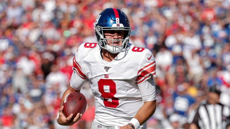 TAMPA, FL - SEPTEMBER 22: Quarterback Daniel Jones #8 of the New York Giants runs in for his first rushing touchdown of his career during the game against the Tampa Bay Buccaneers at Raymond James Stadium on September 22, 2019 in Tampa, Florida. The Giants defeated the Buccaneers 32 to 31. (Photo by Don Juan Moore/Getty Images) *** Local Caption *** Daniel Jones