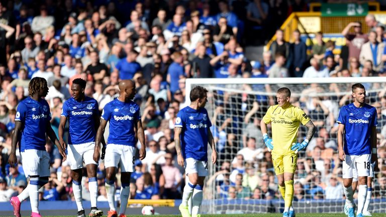 The inquest begins among the Everton players after conceding the opener