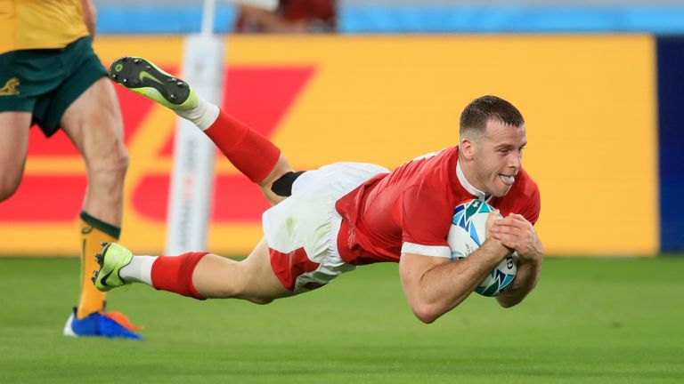 Gareth Davies scored Wales' second try off an interception